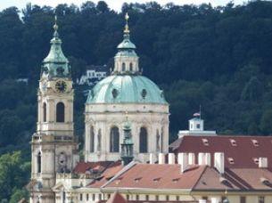 Svůj kostel sv. Mikuláše mají oba vltavské břehy – který je vám bližší?