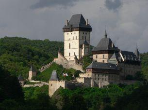 Výlety v okolí Prahy: procházkou podél Berounky na hrad Karlštejn