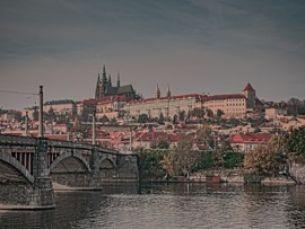 Jak se žilo české šlechtě? Autentická výstava v Lobkowiczkém paláci vás přenese do minulosti