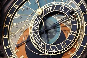 Pražský orloj: přes 600 let staré hodiny plné záhad a tajemných symbolů