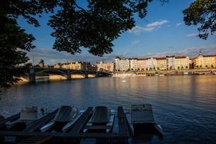Chcete se v centru Prahy bavit jako místní? Navštivte Náplavku!