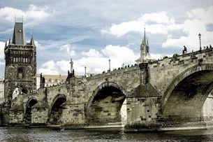 Staroměstská mostecká věž: vrcholné dílo gotiky, které strašilo české rebely
