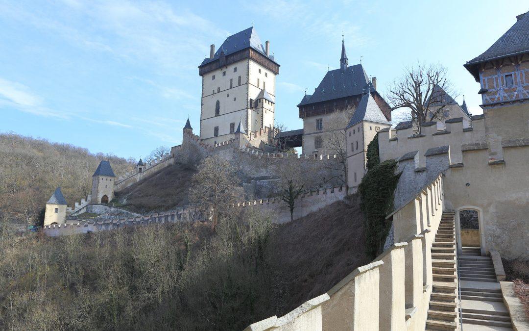 Tip na zimní víkend: zasněžený hrad Karlštejn a prohlídky jeho interiérů