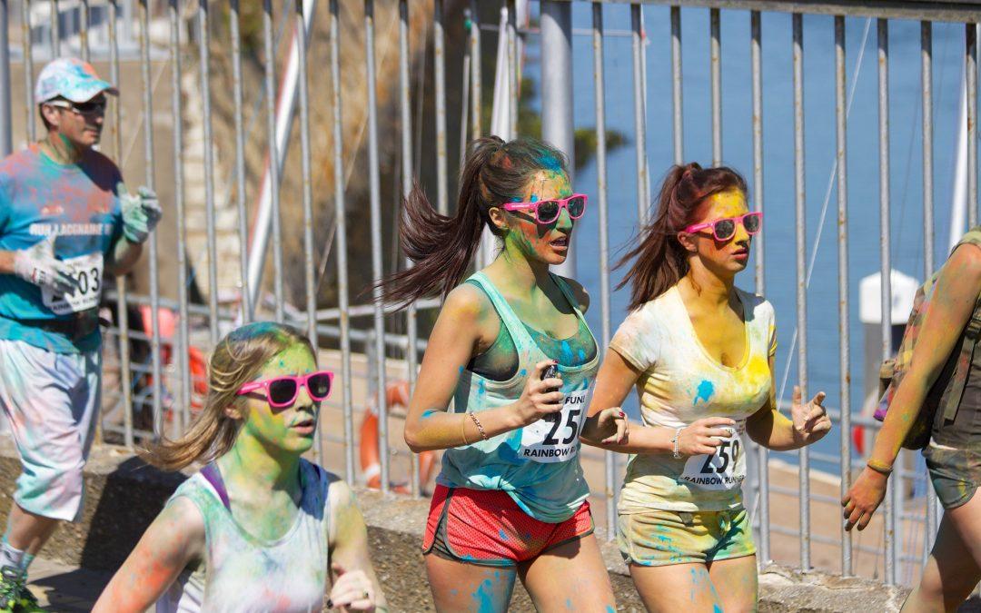 Sportem ku dobré náladě! To přesně splňuje bláznivý běh Barvám neutečeš