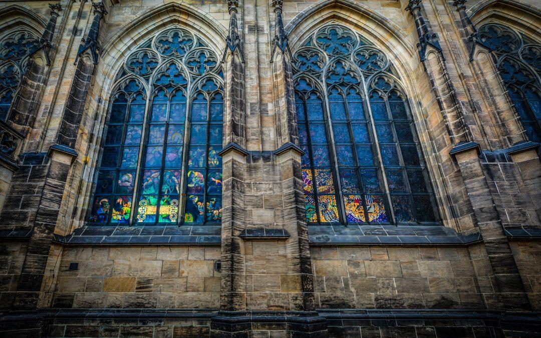 Příběh kostela Matky Boží před Týnem: zdobná gotická stavba lákala katolíky, husity i čápy