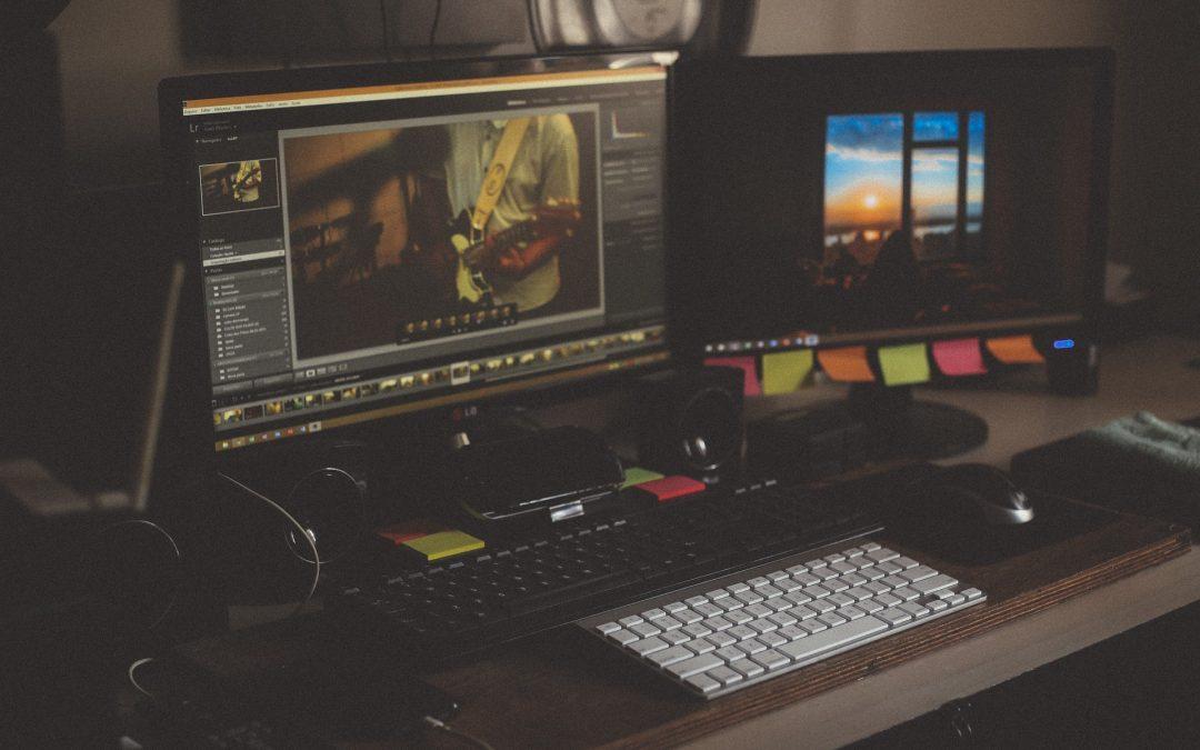 Pro práci i zábavu: tipy, jak zařídit funkční počítačový koutek v bytě