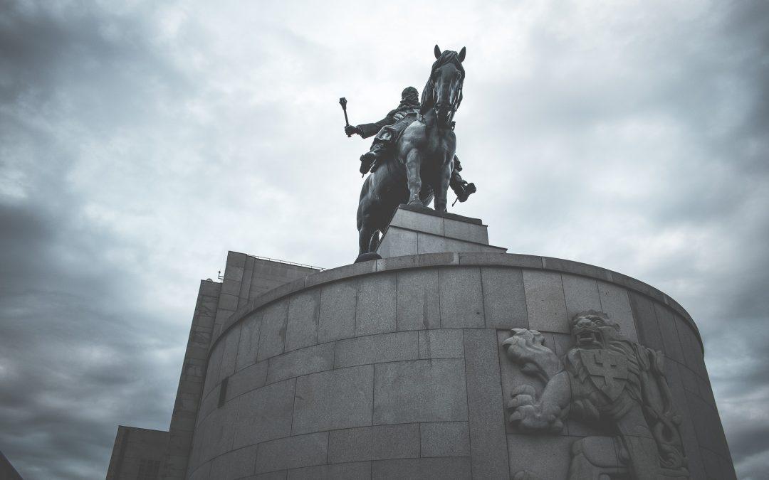 Na vrch Vítkov za památníky statečnosti i do kultovní hospody